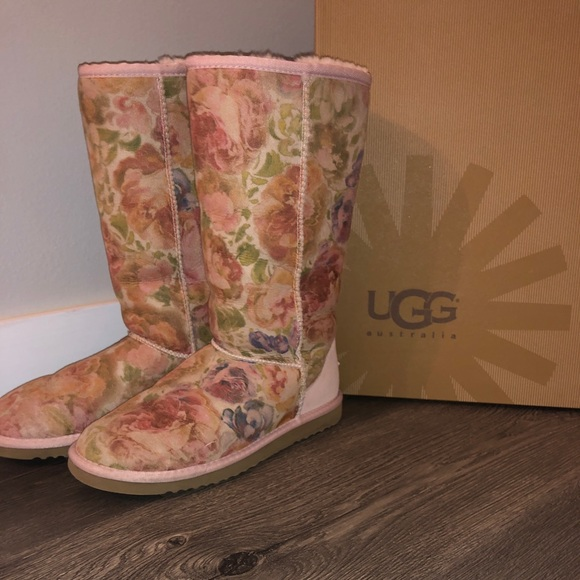 UGG Shoes - TalL UGGs!